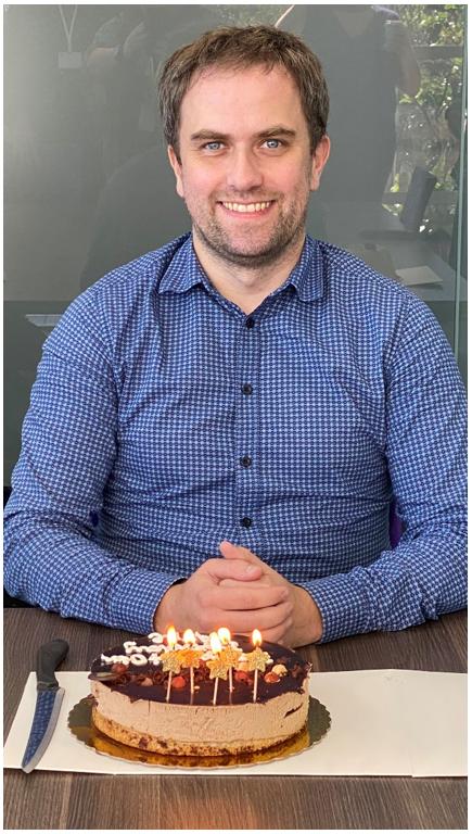 Arne Tjonndal with his birthday celebration cake